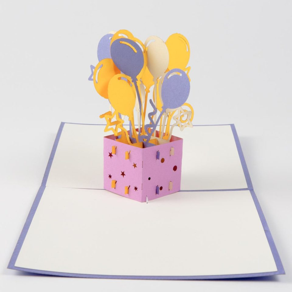 Geschenk mit Luftballons Pop Up Karte Vorderseite
