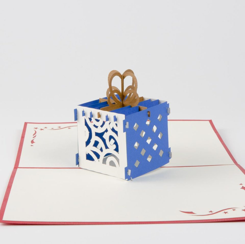 Geschenk in Blau Pop Up Karte Vorderseite